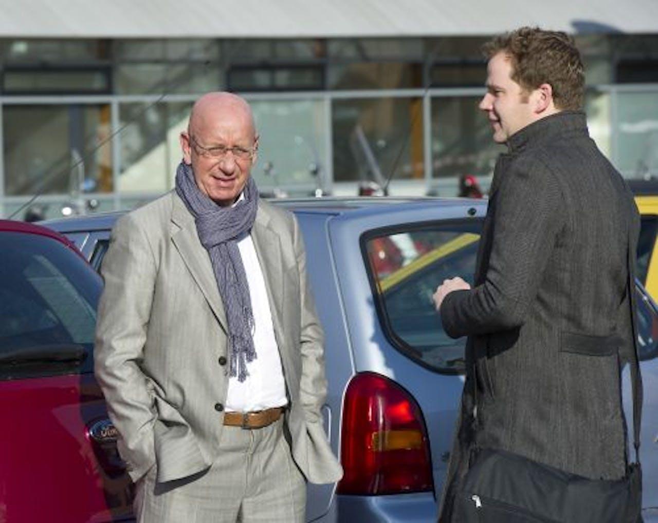 Voormalig directeur Dick Grijpink (L) van Taxicentrale Amsterdam arriveert donderdag samen met zijn advocaat Brendan Newitt bij de rechtbank in Alkmaar. ANP