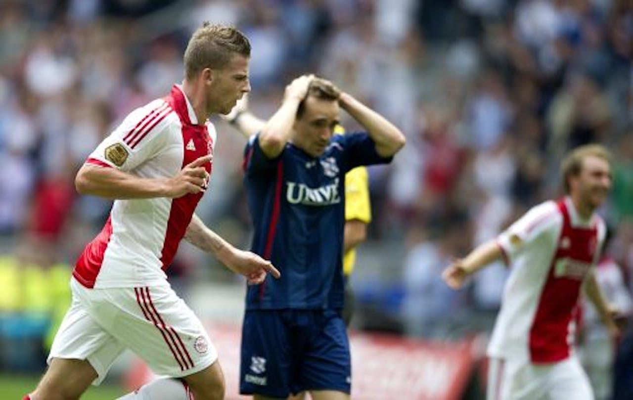 Toby Alderweireld (L) van Ajax heeft de 2-1 voor Ajax gescoord in de wedstrijd tegen Heerenveen. ANP