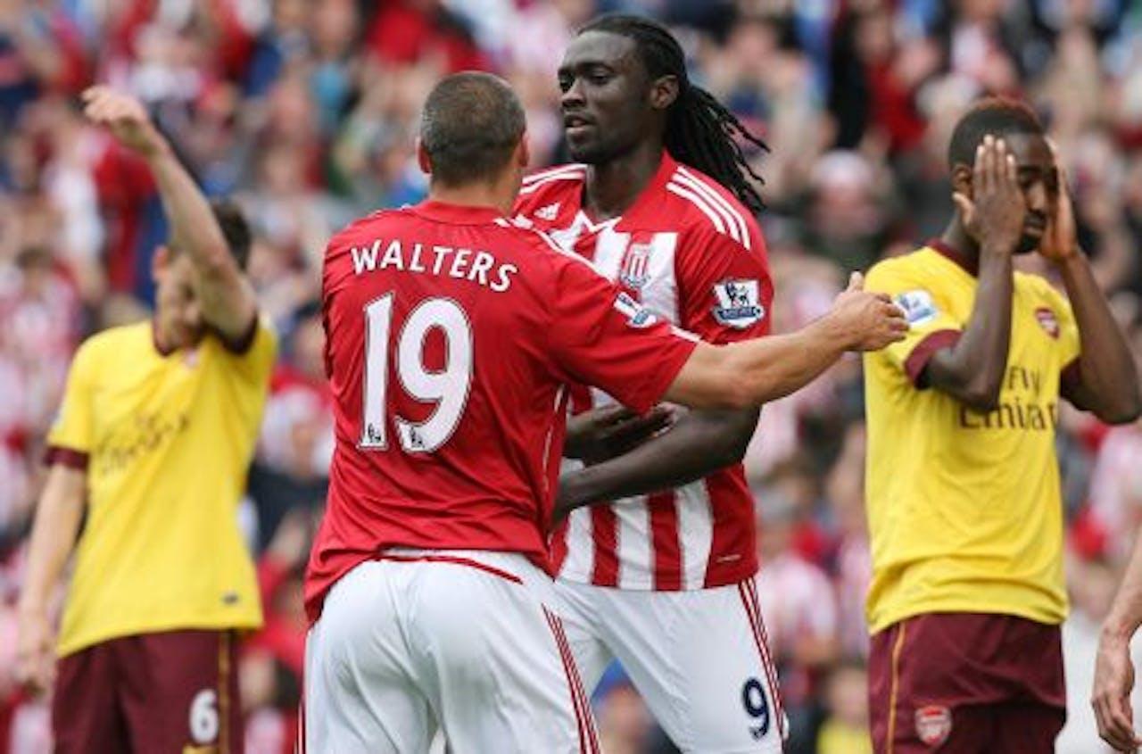 Kenwynne Jones (M) van Stoke City viert zijn doelpunt. EPA