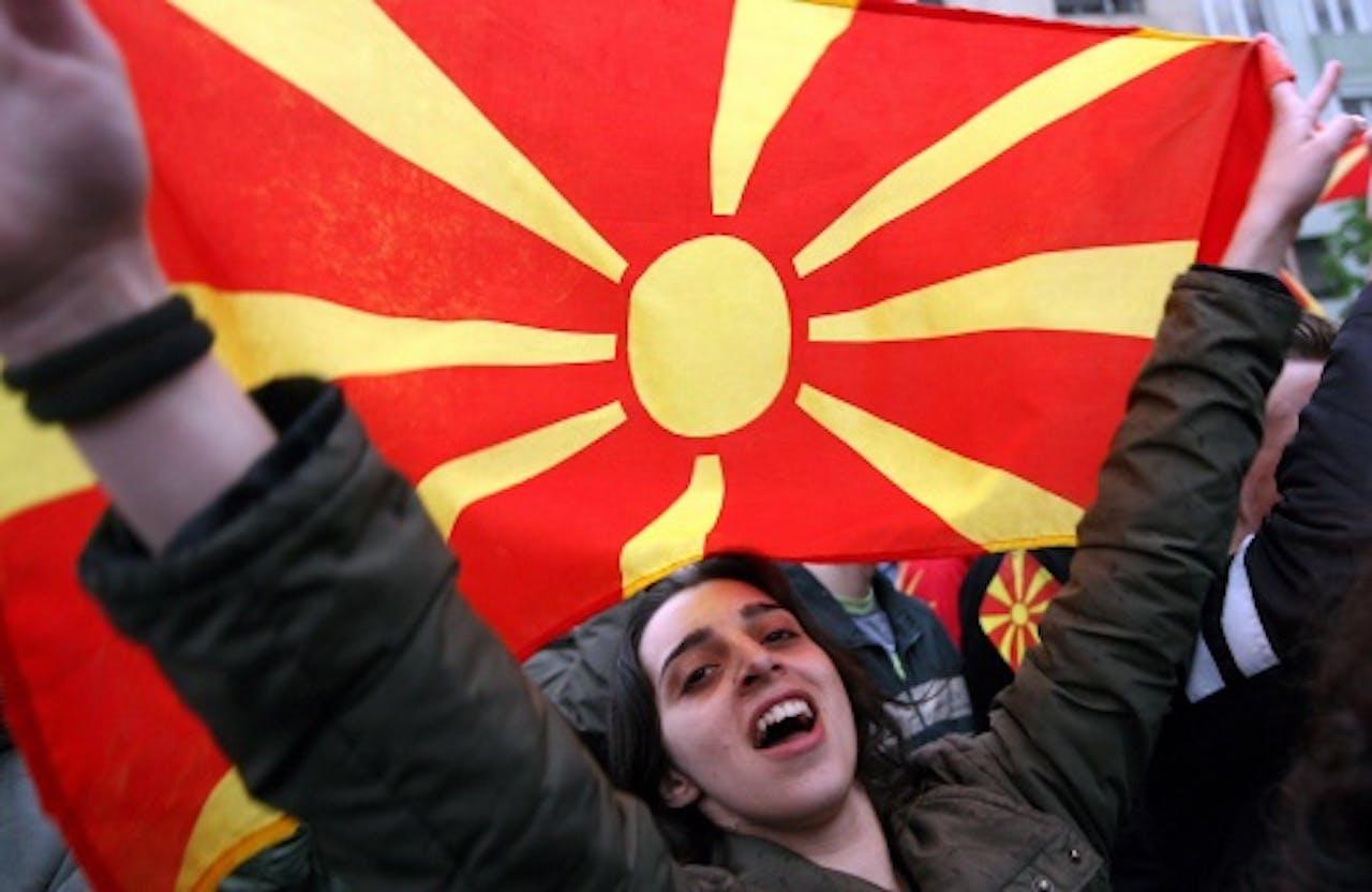 Meisje met de vlag van Macedonië. EPA