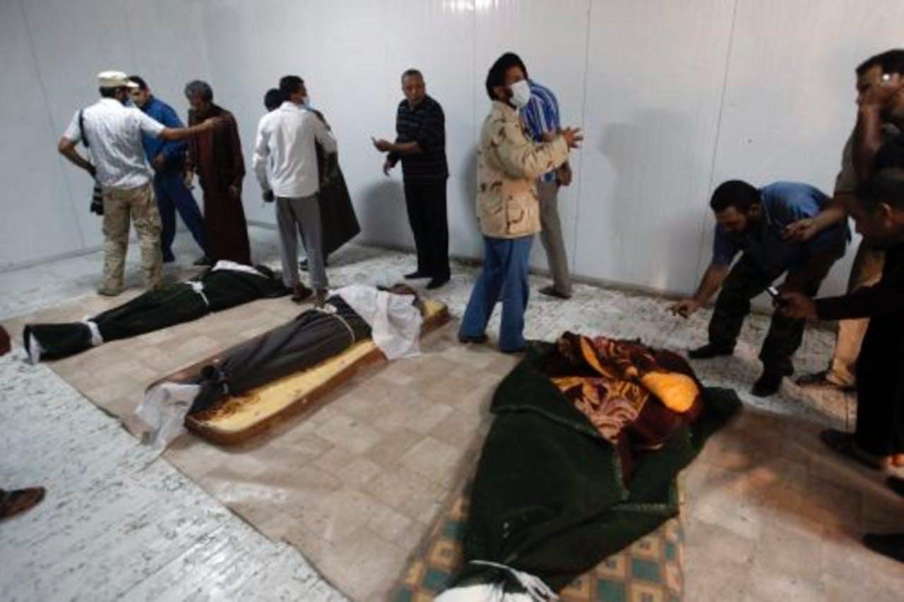 De lichamen van Kaddafi, zijn zoon Mutassim en de oud-minister van Defensie, Abu Bakr Younes (archieffoto 24 oktober). EPA