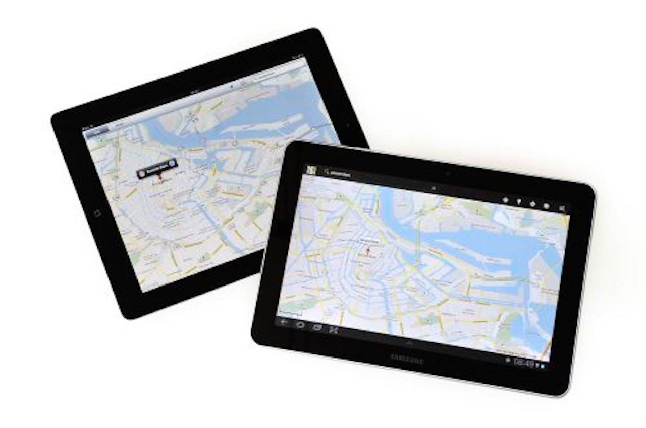 De Samsung Galaxy Tab 10.1 (r) en de Apple iPad 2 (l). ANP