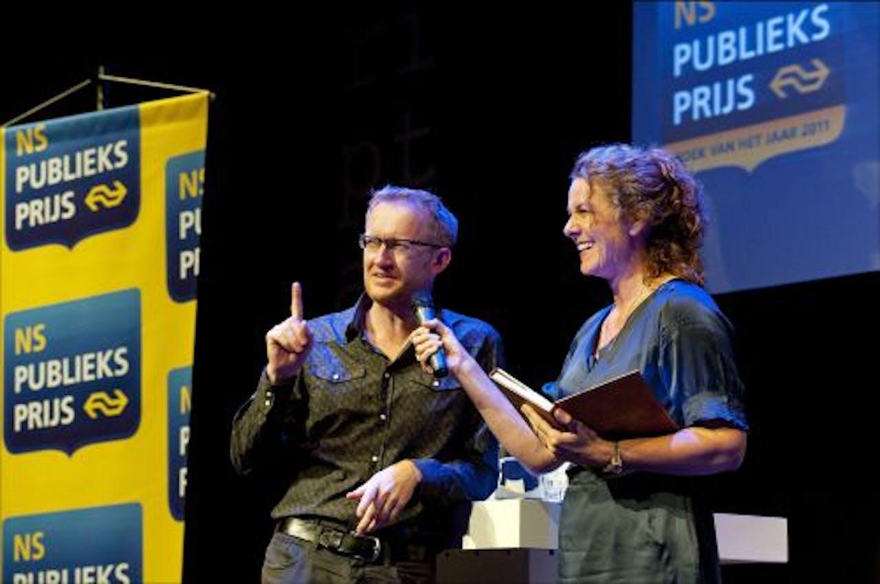Presentatrice Karin de Groot praat zondag met NS Publieksprijs-genomineerde David van Reybrouck over zijn boek Congo. ANP