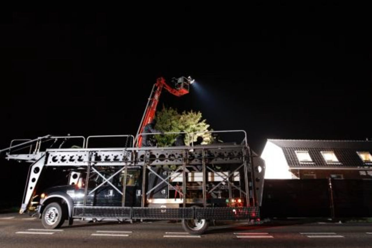 De politie heeft dinsdagavond met groot materieel een inval bij motorclub Satudarah in Zundert gedaan. ANP