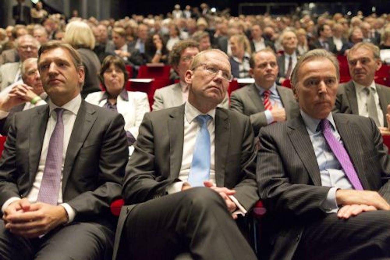 Fractieleider Sybrand van Haersma Buma, staatssecretaris van Infrastructuur en Milieu Joop Atsma en Eerste-Kamerlid voor het CDA Elco Brinkman zaterdag op het CDA-najaarscongres. ANP