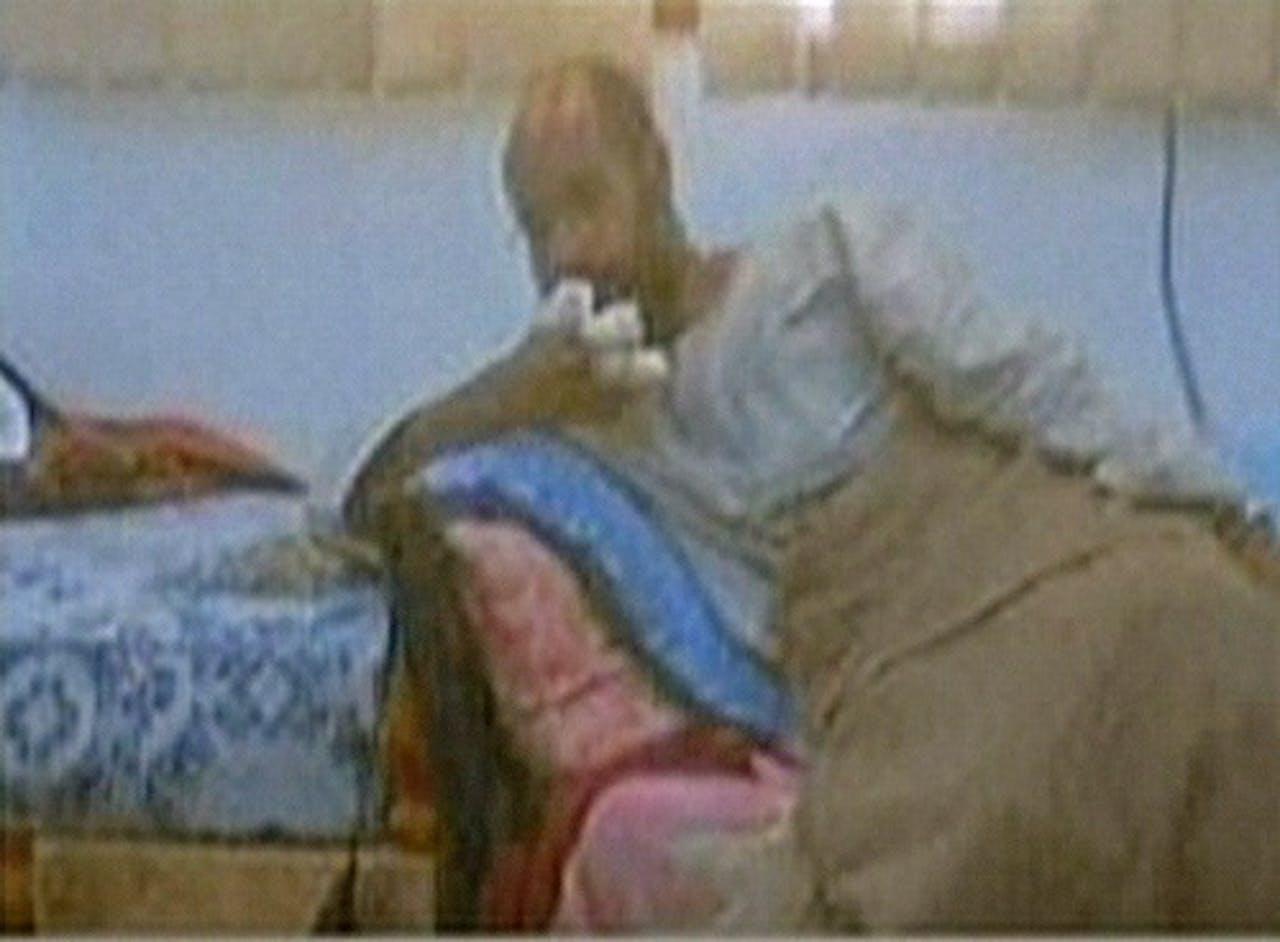 Schermafbeelding van net gearresteerde Kaddafi. AFP
