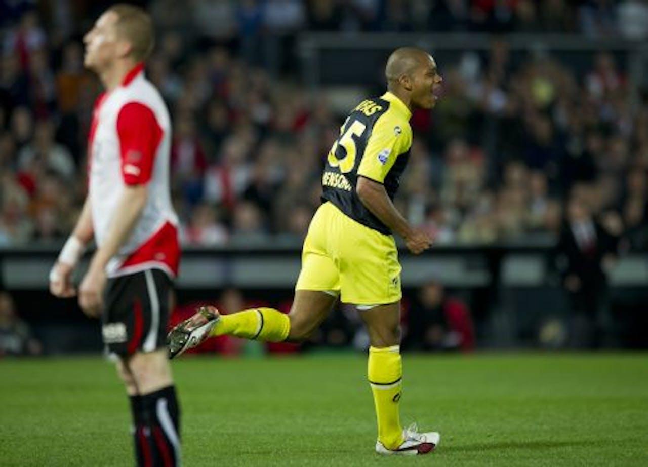 Charlison Benschop (R) van AZ viert zijn doelpunt. ANP