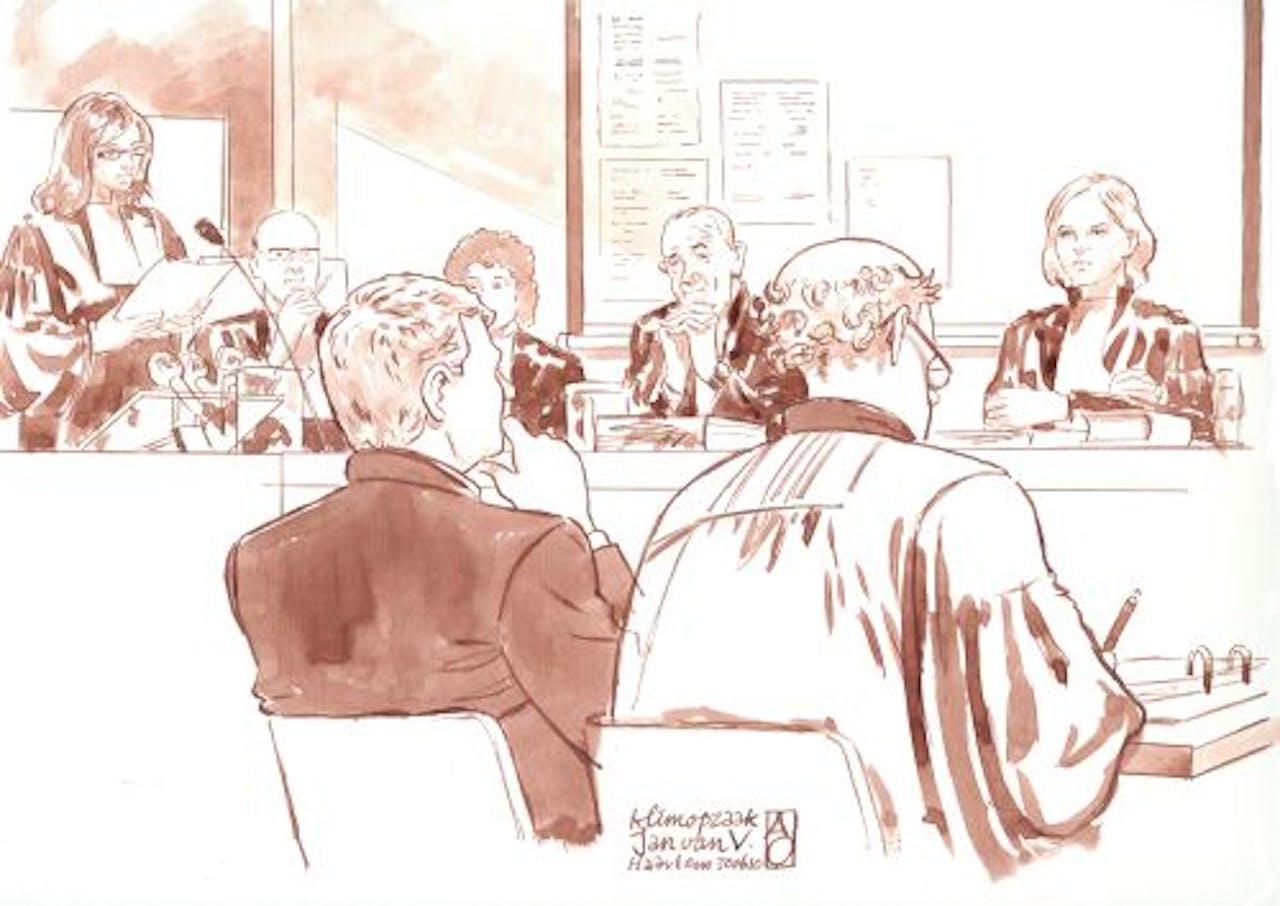 Jan V. (L) in juni 2010 in de rechtbank. ANP