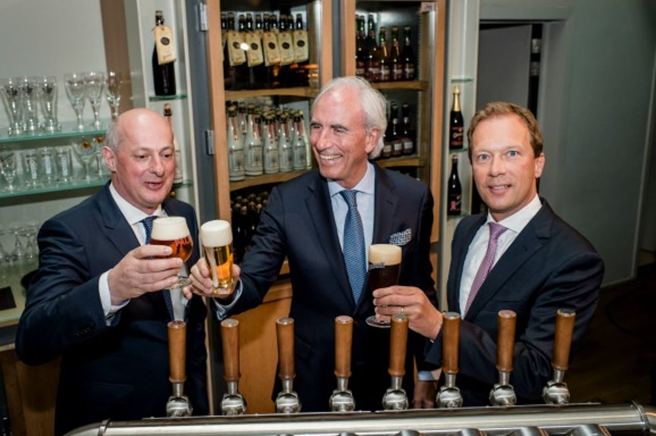 Jan Renier Swinkels (L, CEO Bavaria), Jan Troye (M, CEO Palm), Frank Swinkels (CFO Bavaria) Foto: ANP