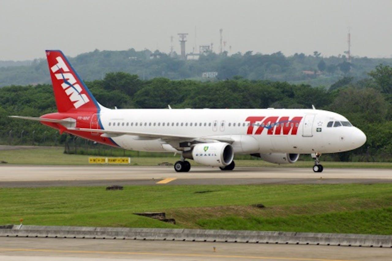 Archiefbeeld van een vliegtuig van TAM Airlines. EPA