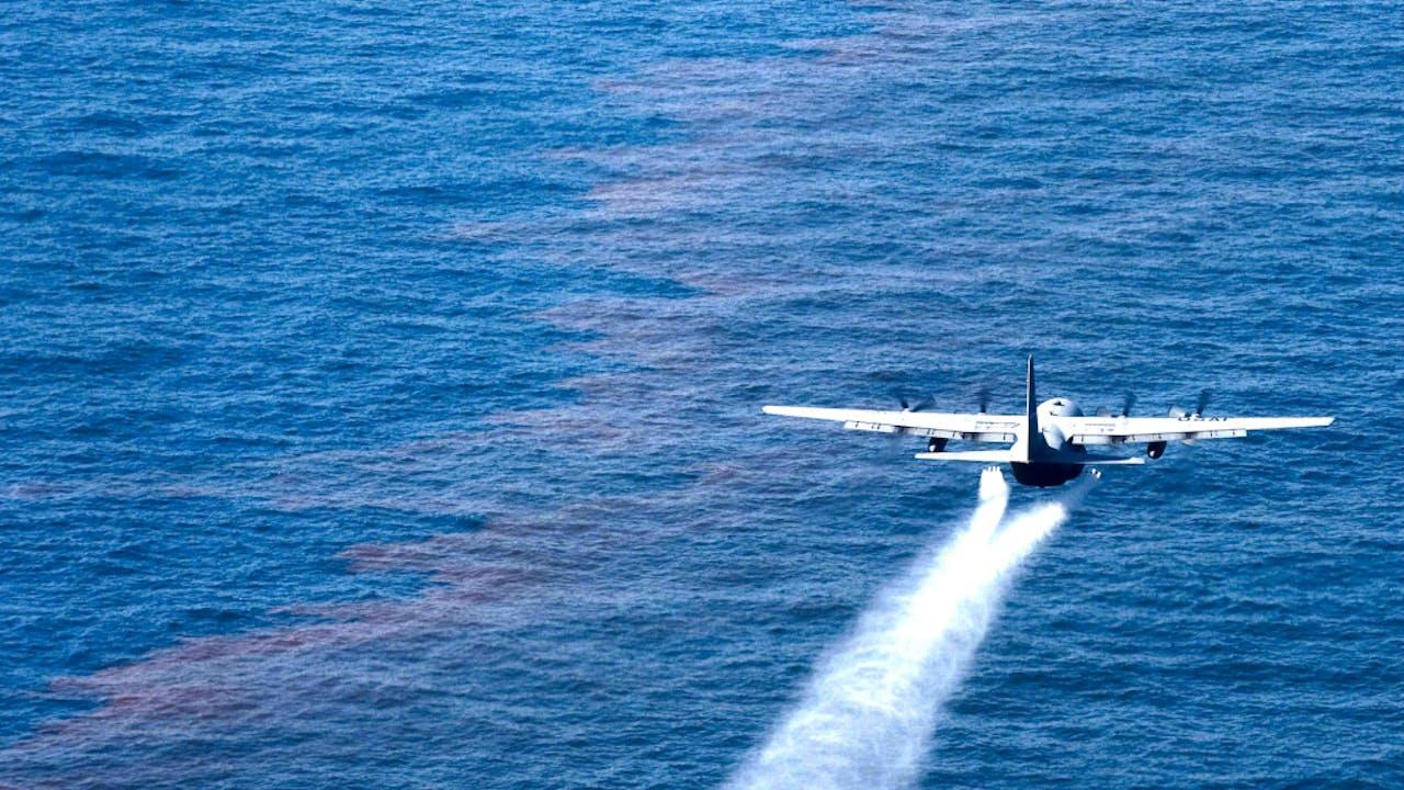 Water en olie - Foto: Wikipedia