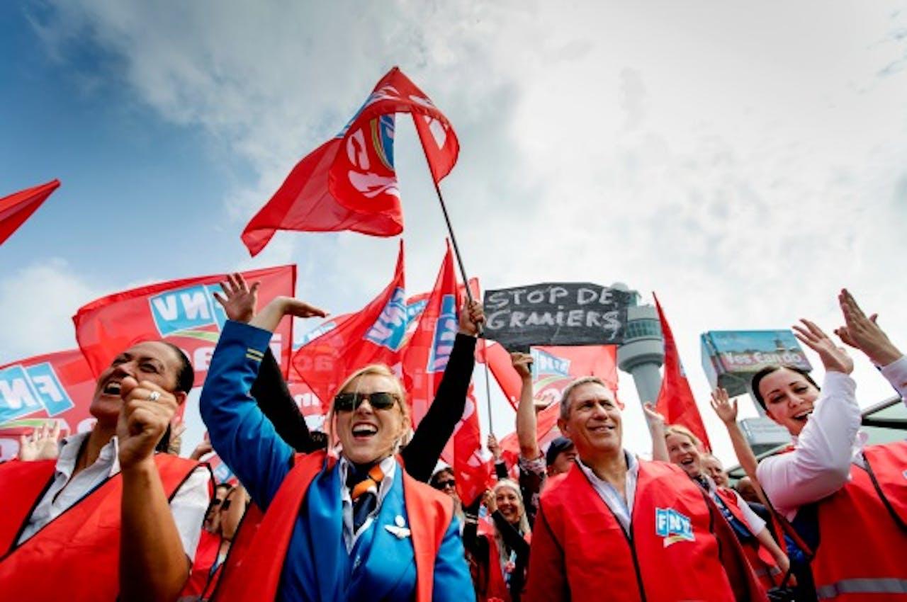 Medewerkers van Schiphol protesteren tegen de hoge werkdruk en slechte arbeidsvoorwaarden. Foto ANP