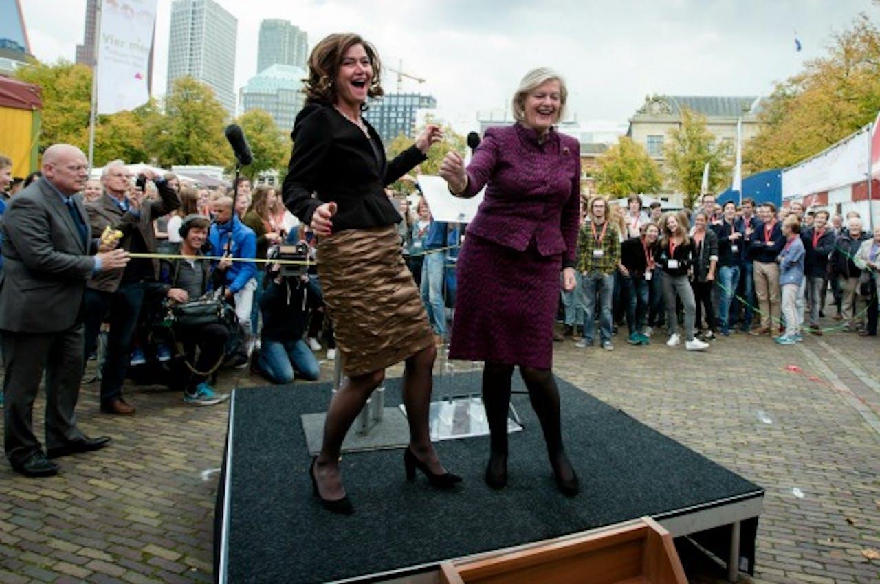 Eerste en Tweede Kamerleden zie je ook wel eens dansen. Foto ANP