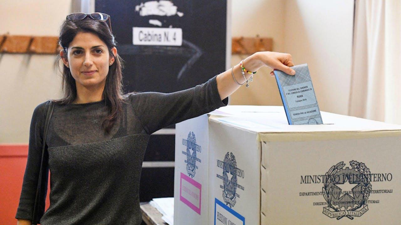 Burgemeesterskandidaat Raggi bij de stembus. Foto: ANP