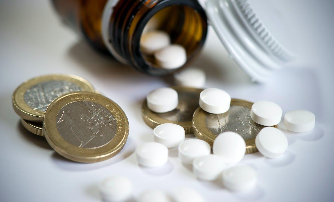 Welke afspraken heeft Schippers gemaakt over de kosten van dure medicijnen?