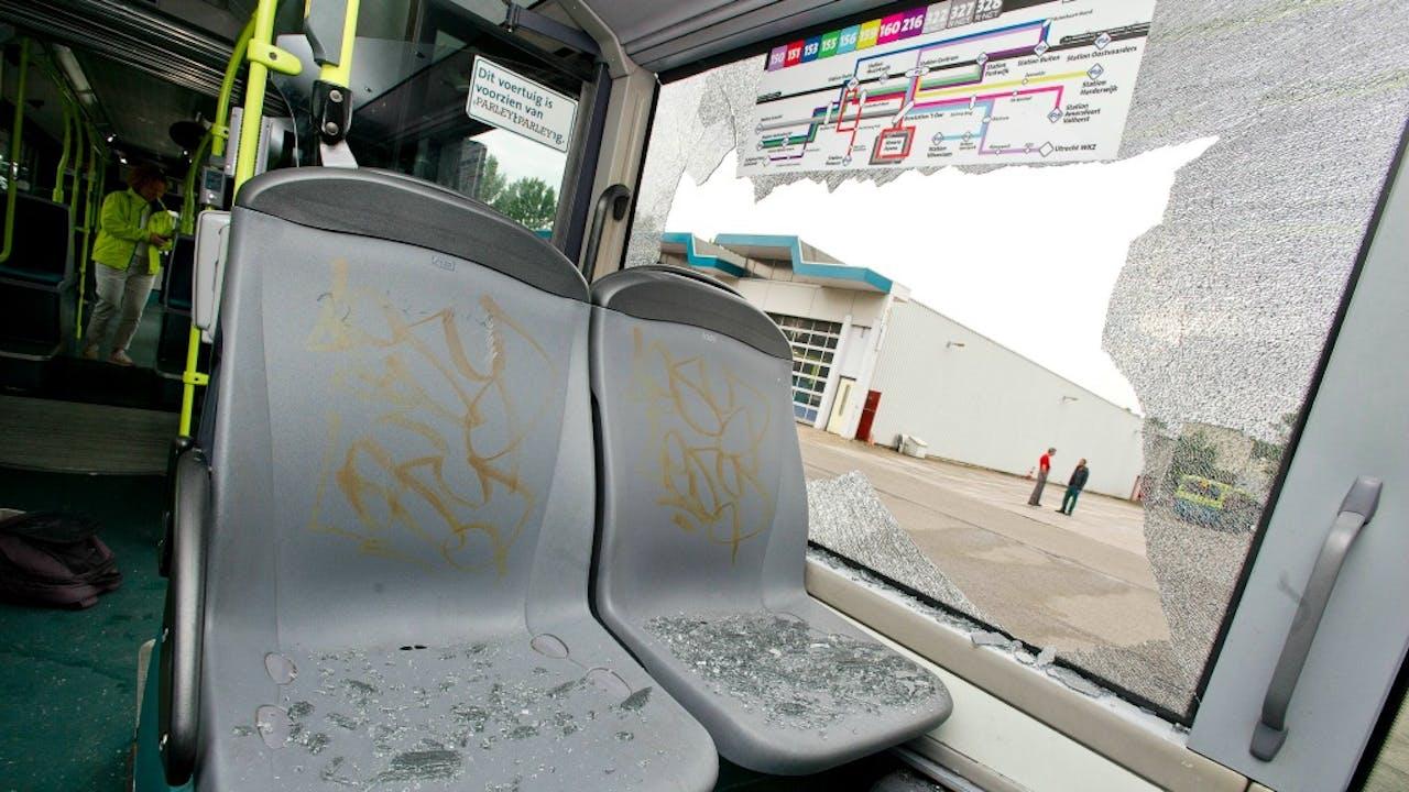 Eén van de bussen van vervoersbedrijf Connexxion die belaagd werd. Foto ANP