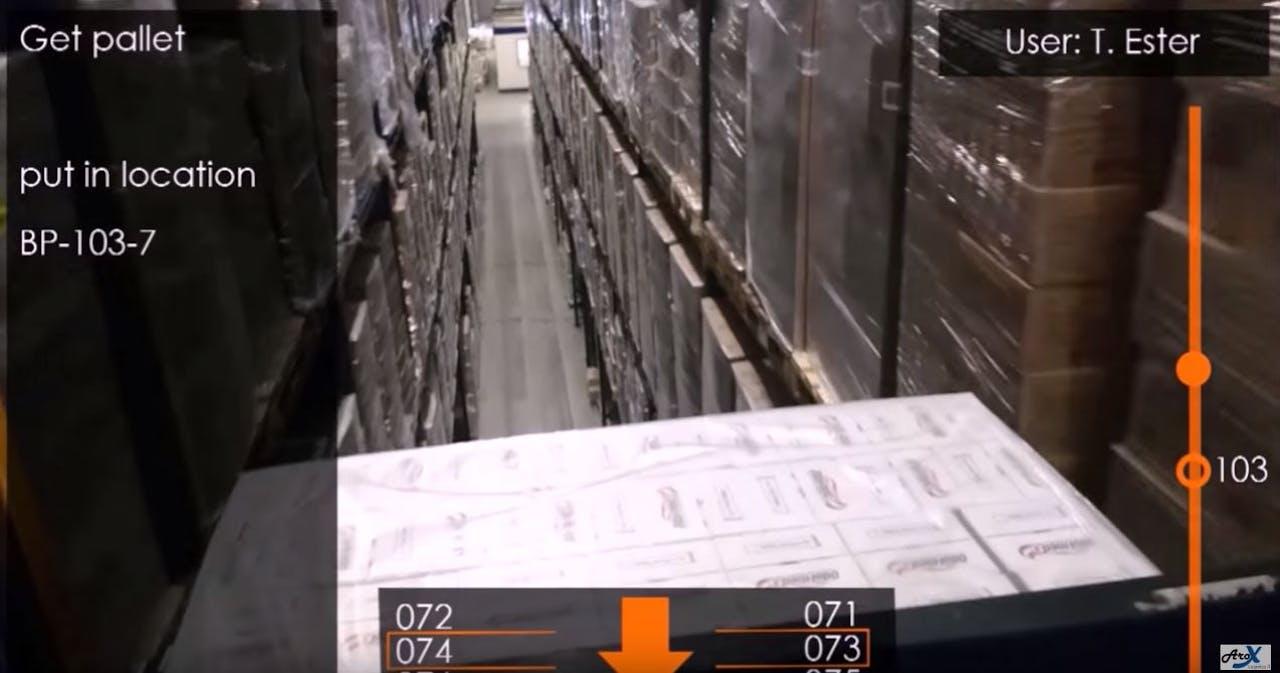 De slimme bril geeft je opdrachten in het magazijn. Foto: Youtube/Arax