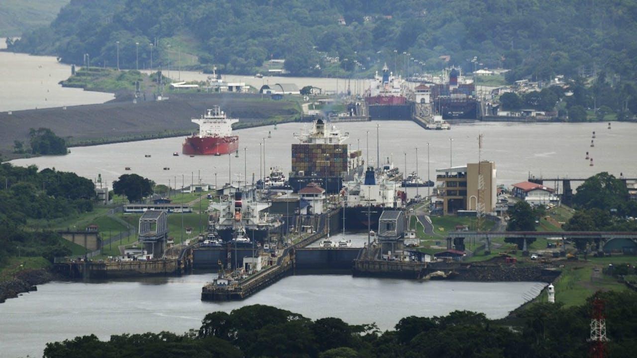 zicht op de Mirafloressluizen in Panama. Foto ANP