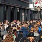 winkelend publiek.jpg