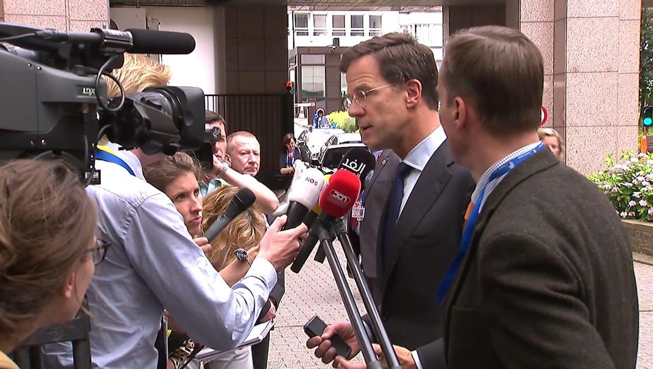 Rutte arriveert in Brussel.