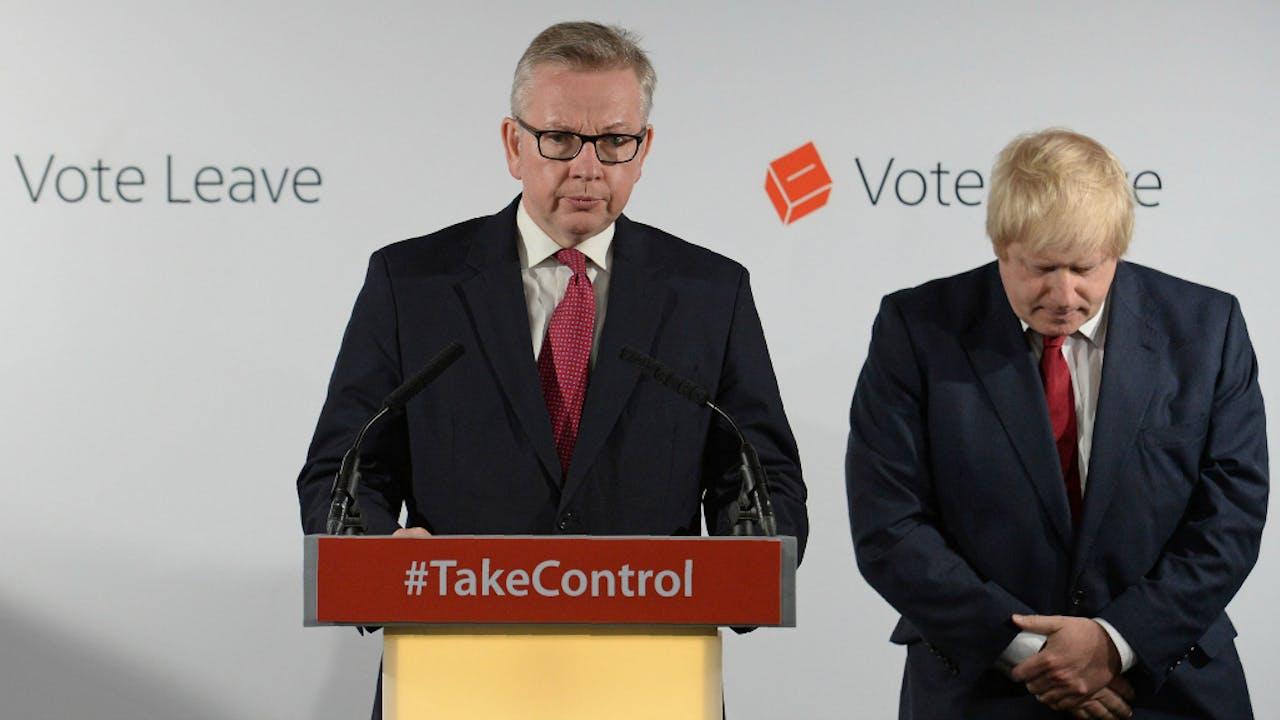 Michael Gove naast Boris Johnson. Foto: ANP