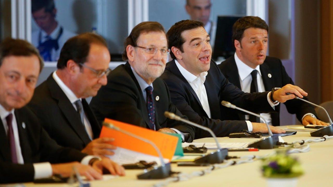 Draghi (L) en Renzi (R) op een top van de eurozone, juli 2015. Foto: ANP/EPA