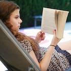 zwembad boek lezen.jpg