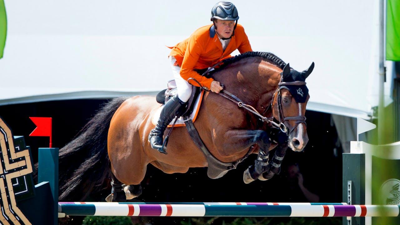 Springruiter Willem Greve in actie met zijn paard Carambole.