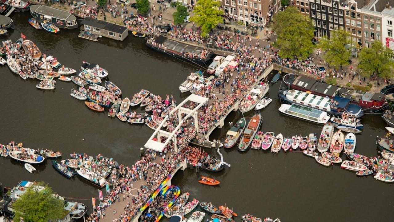 Impressie van de bootjes en bezoekers op de Canal Parade tijdens de Gay Pride van 2015. Foto ANP
