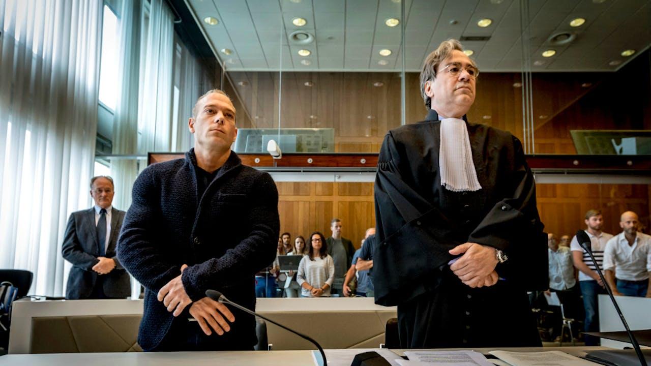 Yuri van Gelder met zijn advocaat Cor Hellingman.
