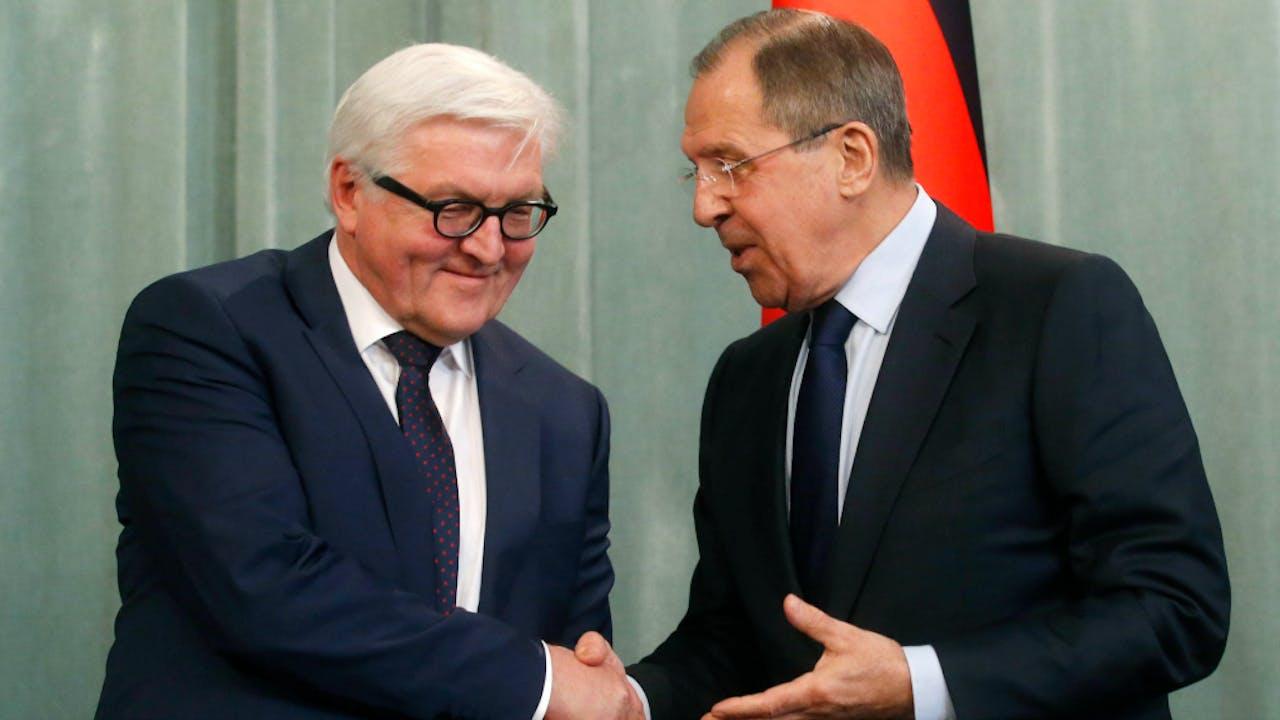 Steinmeier en Lavrov tijdens een persconferentie eerder dit jaar. Foto ANP
