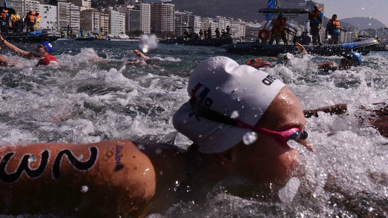 Van Rouwendaal tijdens de openwater-marathon. Foto: ANP/AFP
