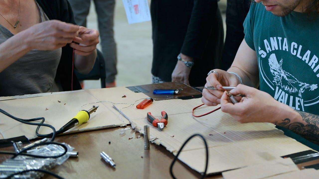 Het Amsterdam Maker Festival wil makers en publiek aan elkaar koppelen.