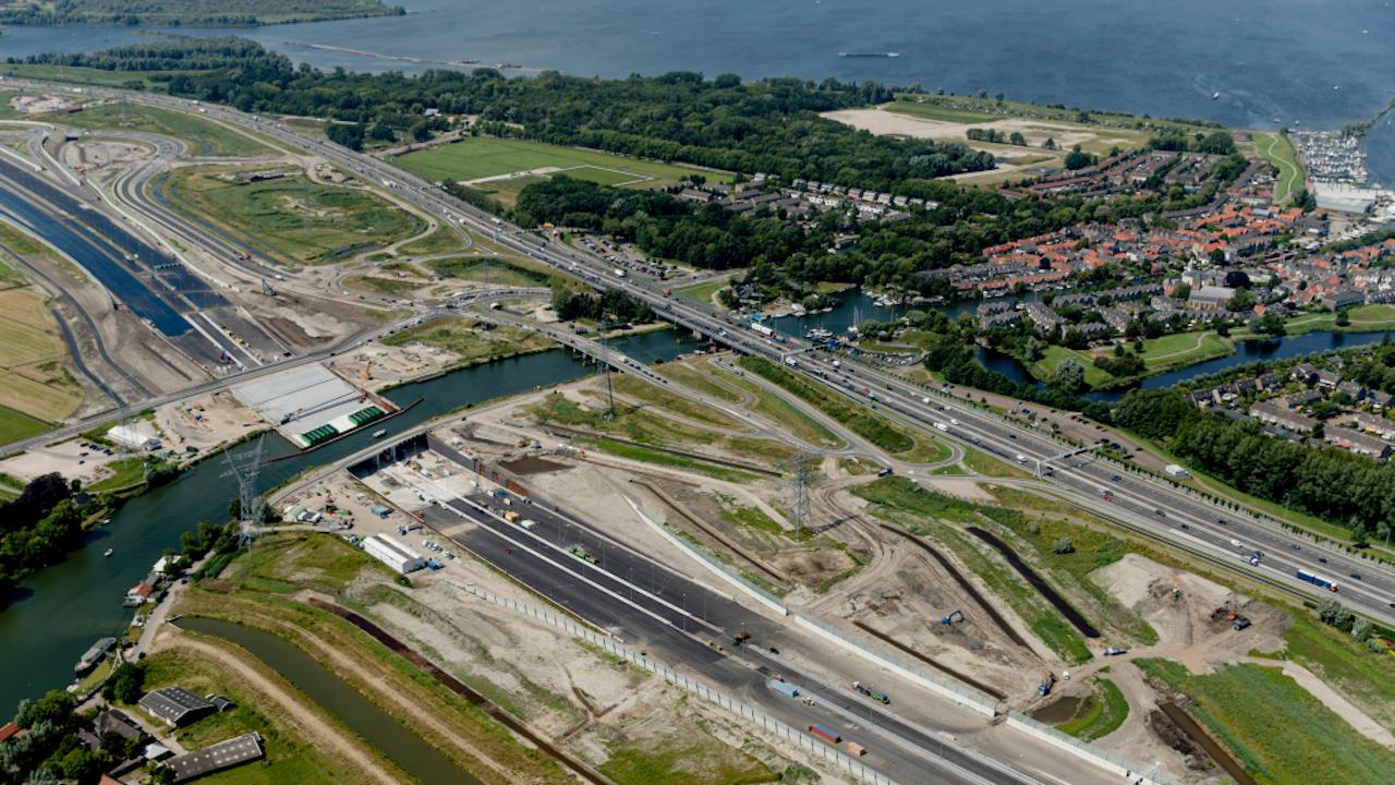 Het nieuwe aquaduct bij Muiden in aanbouw. Foto ANP