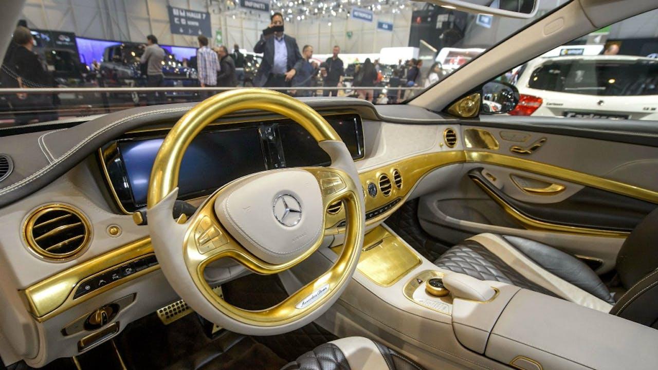 De Carlsson CS50 Versailles, een gepimpte versie van de Mercedes S500, een exclusieve auto met bladgoud. Foto ANP