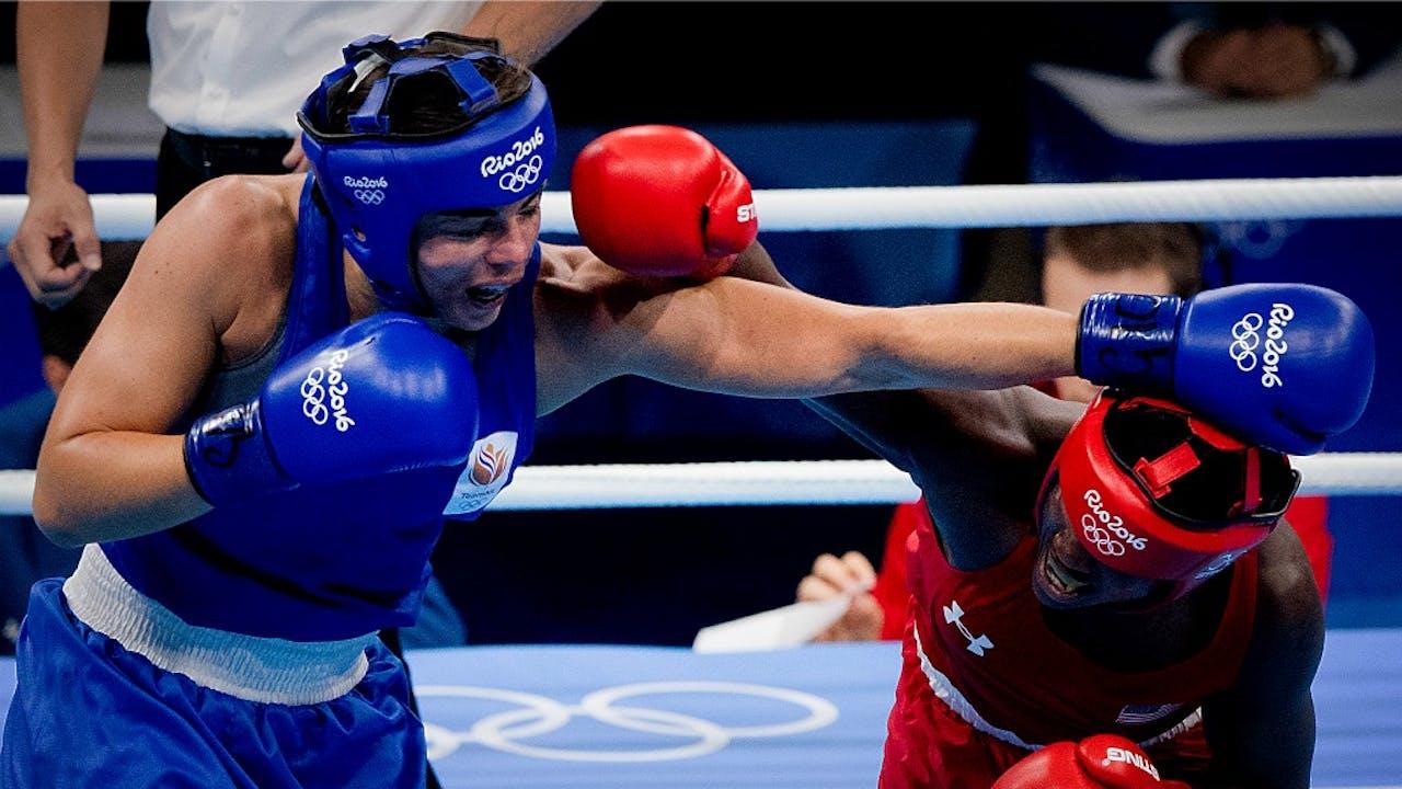Nouchka Fontijn (links) in de boksfinale van Rio 2016. Foto ANP