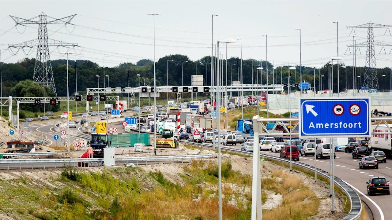Werkzaamheden aan de A1 tussen Diemen en Muiden. Foto ANP
