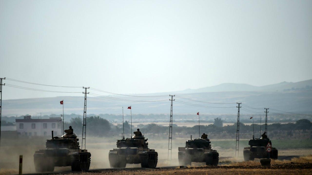 Turkse tanks rijden Syrië binnen. Foto AFP/ANP