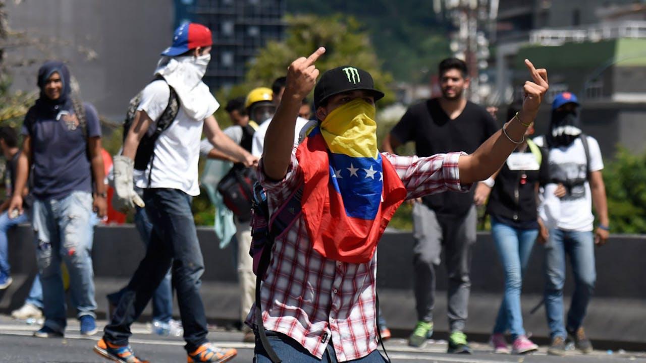 De betogers eisen het vertrek van president Nicolás Maduro.