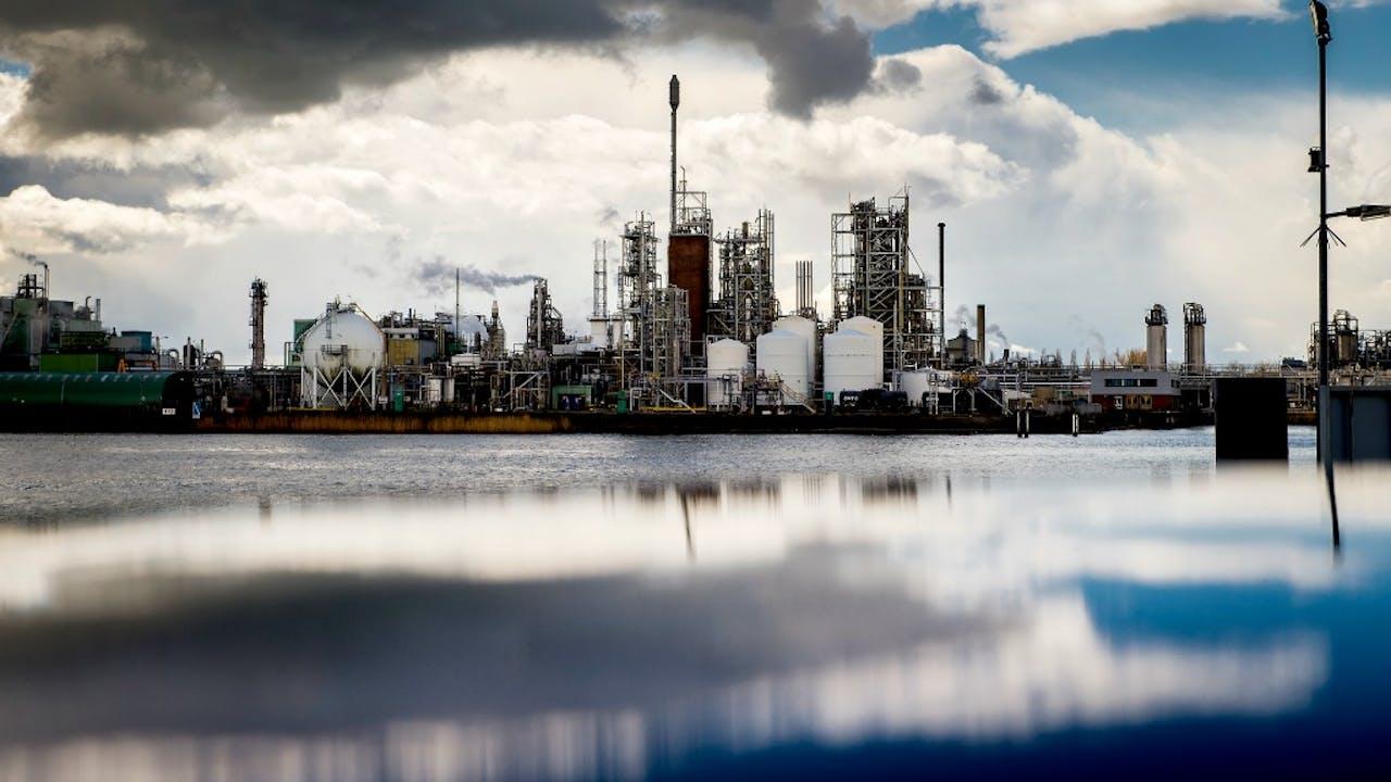 De Dupont-fabriek in Dordrecht. Foto: ANP.