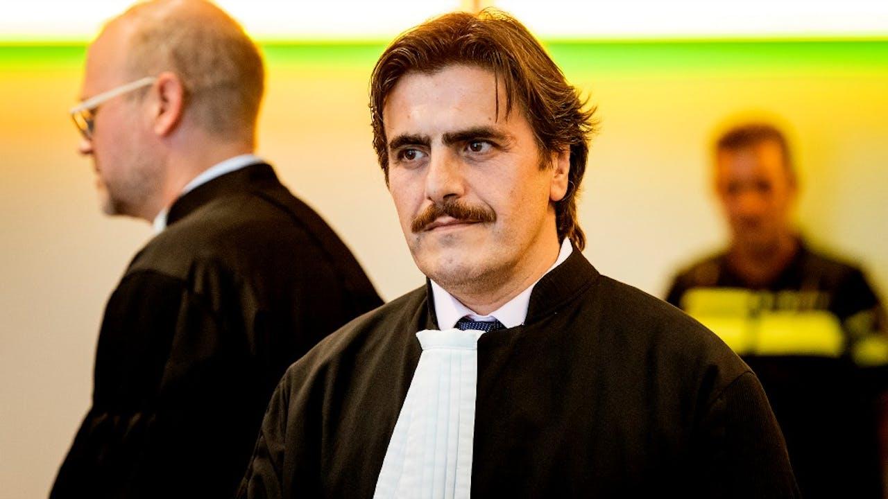 Advocaat Ejder Kose (rechts) en advocaat Marcel Dekker (links) in de rechtbank voor het kort geding op 2 september 2016. Foto: ANP
