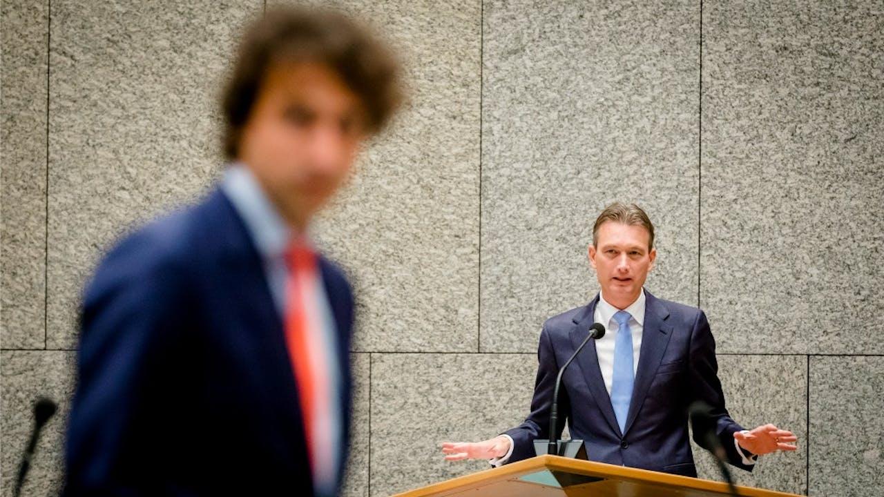 Fractievoorzitter van de VVD Halbe Zijlstra met GroenLinks-leider Jesse Klaver. Foto ANP