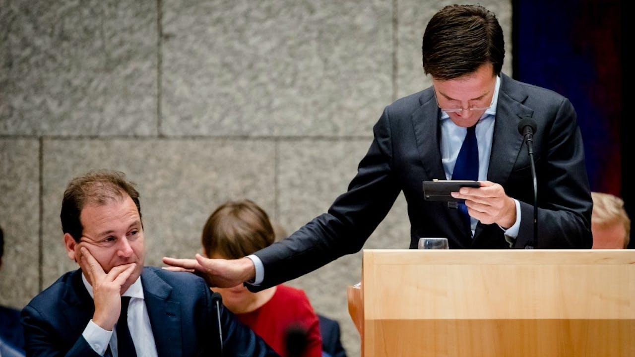 Premier Rutte met vice-premier Asscher in de Tweede Kamer tijdens de Algemene Beschouwingen. Foto ANP
