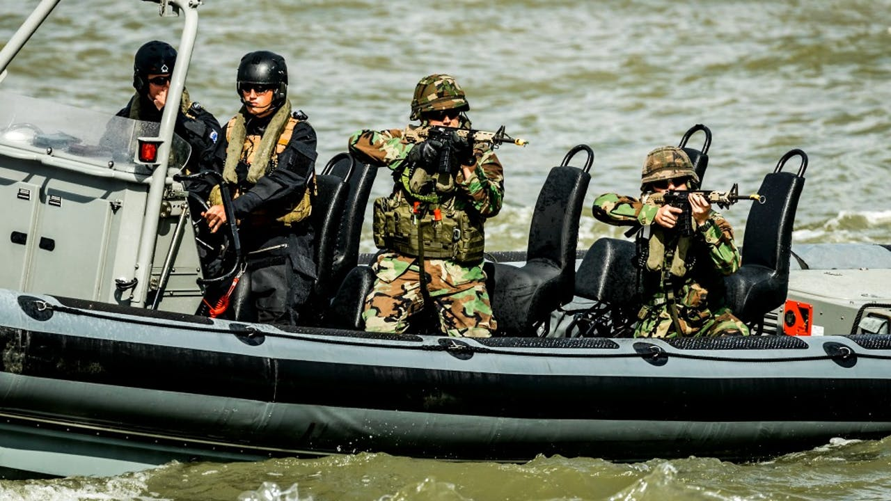 Nederlandse militairen tijdens een demonstratie op de Wereldhavendagen in Rotterdam. Foto ANP