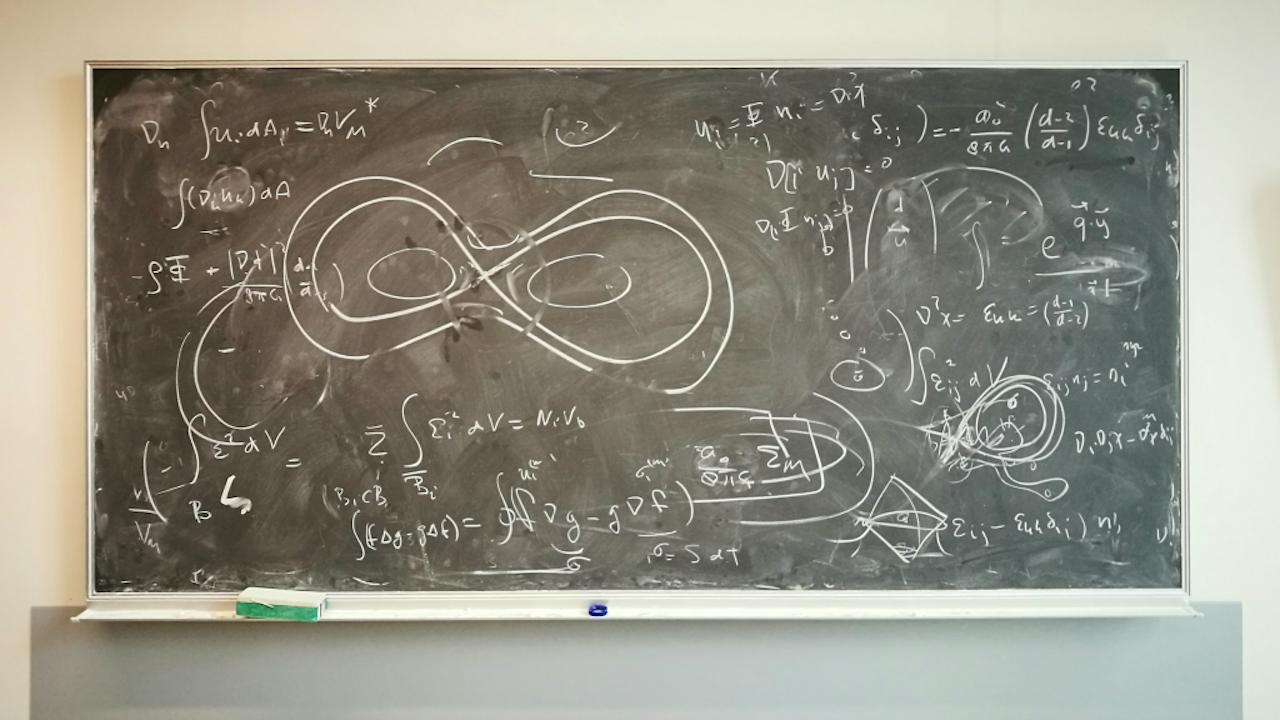 Het bord van Erik Verlinde in zijn kamer bij de Universiteit van Amsterdam (Foto: Mark Beekhuis)