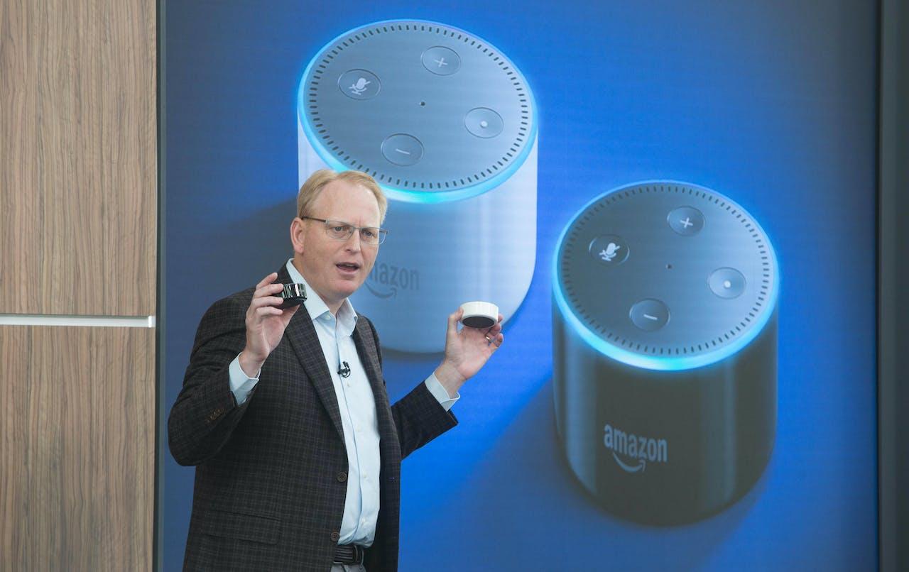 Dave Limp van Amazon introduceerde in september de slimme assistent Alexa, thuisspeaker Echo en de kleinere variant: Echo Dot. Foto: Hollandse Hoogte