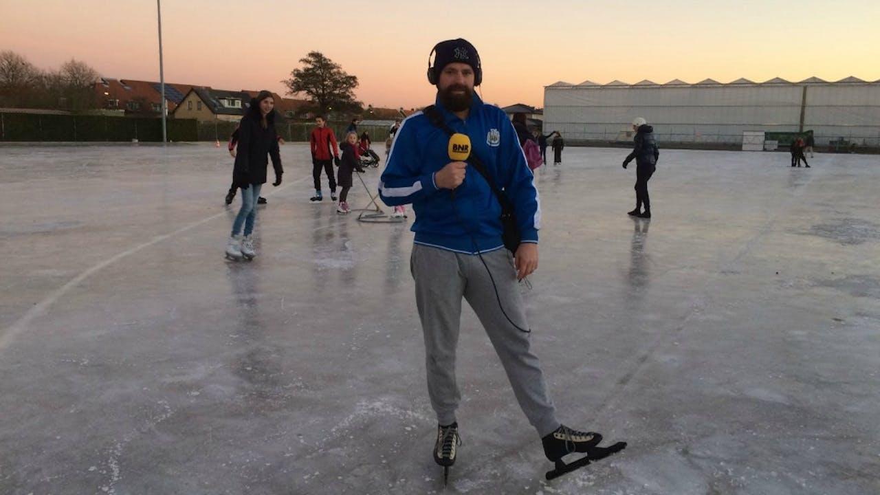 Onze verslaggever Harmen op het ijs. Foto BNR / Harmen van der Veen