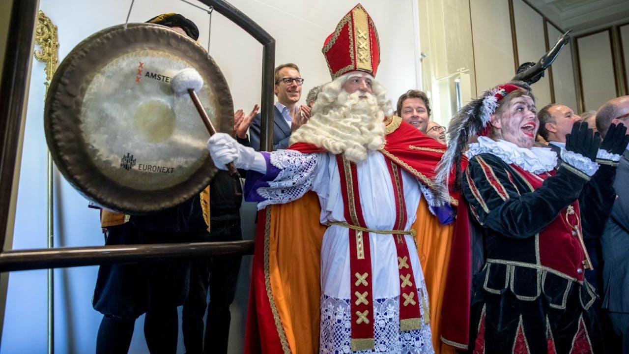 Sinterklaas opende vandaag de beurs. Foto: ANP.