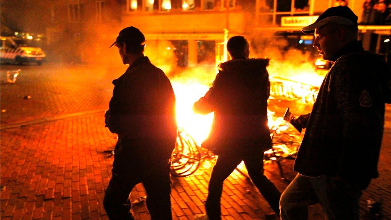 In 2012 mondde wat een ludieke bijeenkomst had moeten worden in Haren, uit in rellen, waarna de burgemeester een noodverordening instelde. Foto: ANP