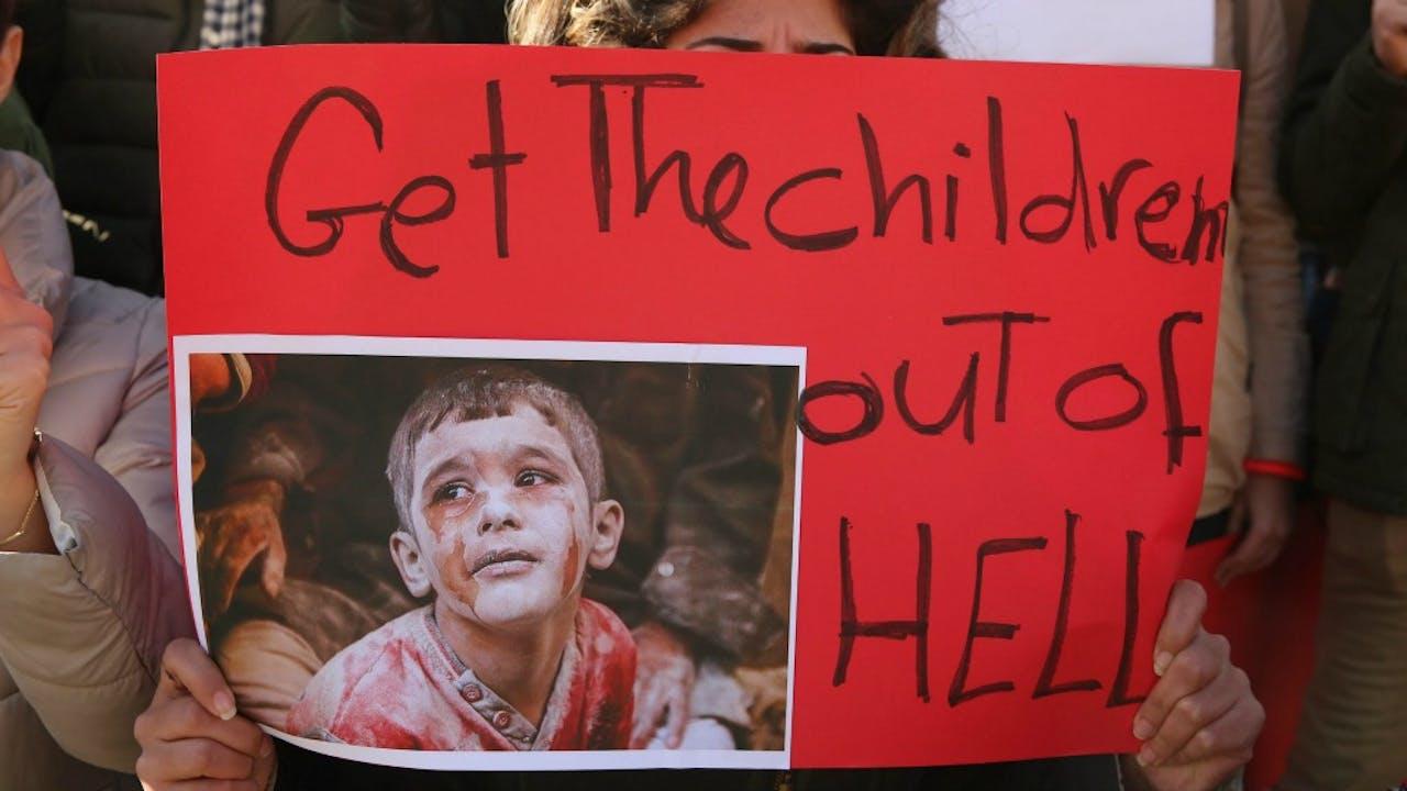 Jordanië, gisteren: betogers betuigen hun steun aan inwoners van Aleppo. Foto: ANP/EPA